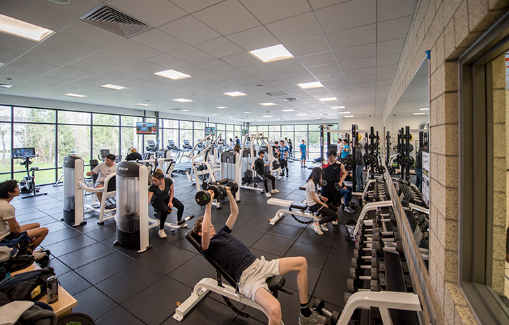 photo of Green River College students using the Recreation and Athletics Center weight room