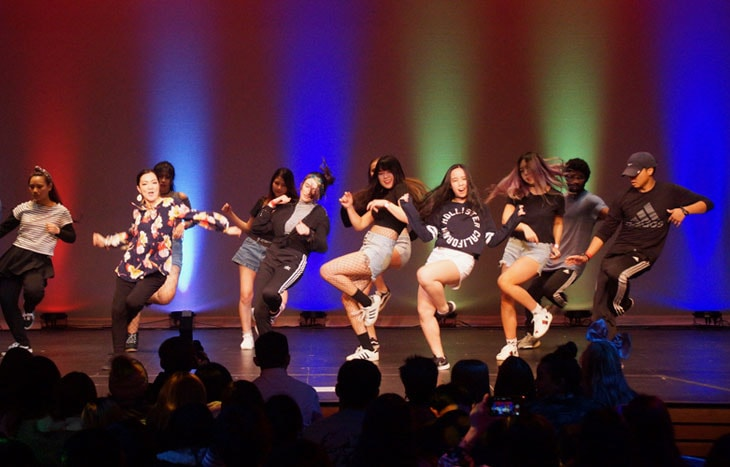 photo of Green River College student Dance Club performing