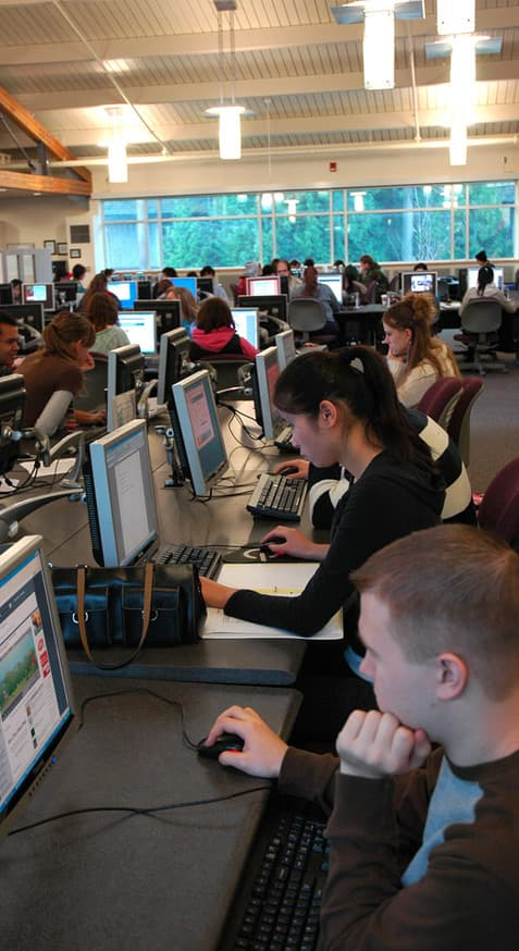 Students use computers in Tech Center lab
